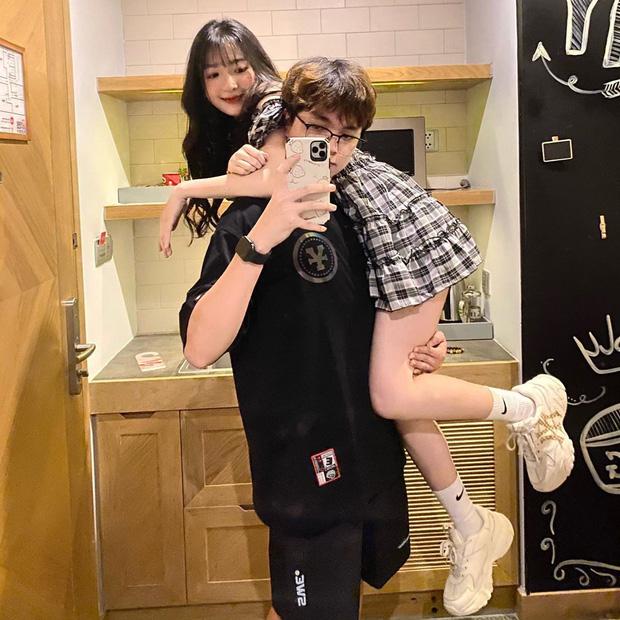 Tụi yêu nhau lại có trend vác bồ pose ảnh: Nam thì khoe sức mạnh, nữ khoe chân dài - Ảnh 4.