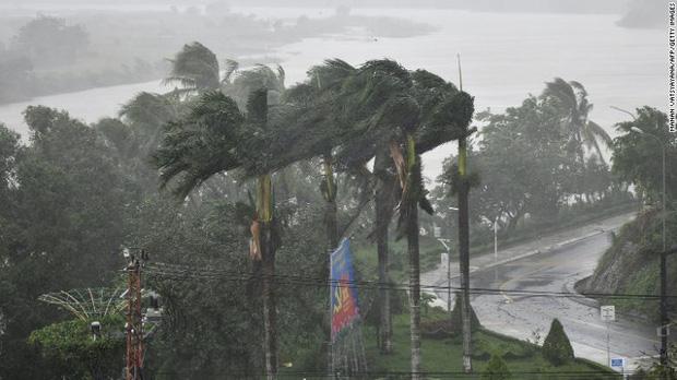Báo quốc tế nói về bão số 9 Molave tại Việt Nam: Cơn bão cuồng loạn mạnh nhất thập kỷ đánh vào một quốc gia kiên cường - Ảnh 4.