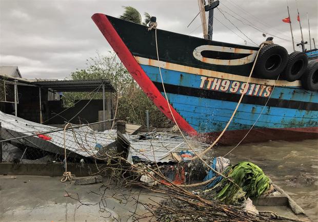 Thông tin về thiệt hại ban đầu do bão số 13 gây ra tại miền Trung - Ảnh 3.