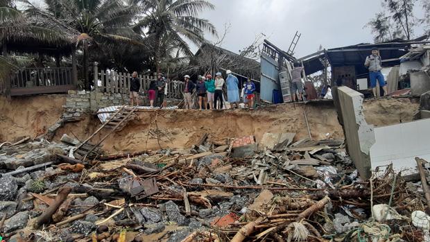 Thông tin về thiệt hại ban đầu do bão số 13 gây ra tại miền Trung - Ảnh 4.