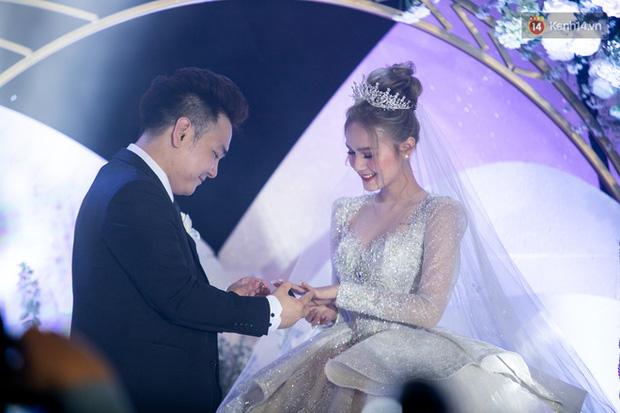 Các cô dâu nổi tiếng phản ứng thế nào khi cưới xin chưa tàn tiệc đã bị antifan chọc ngoáy? - Ảnh 2.