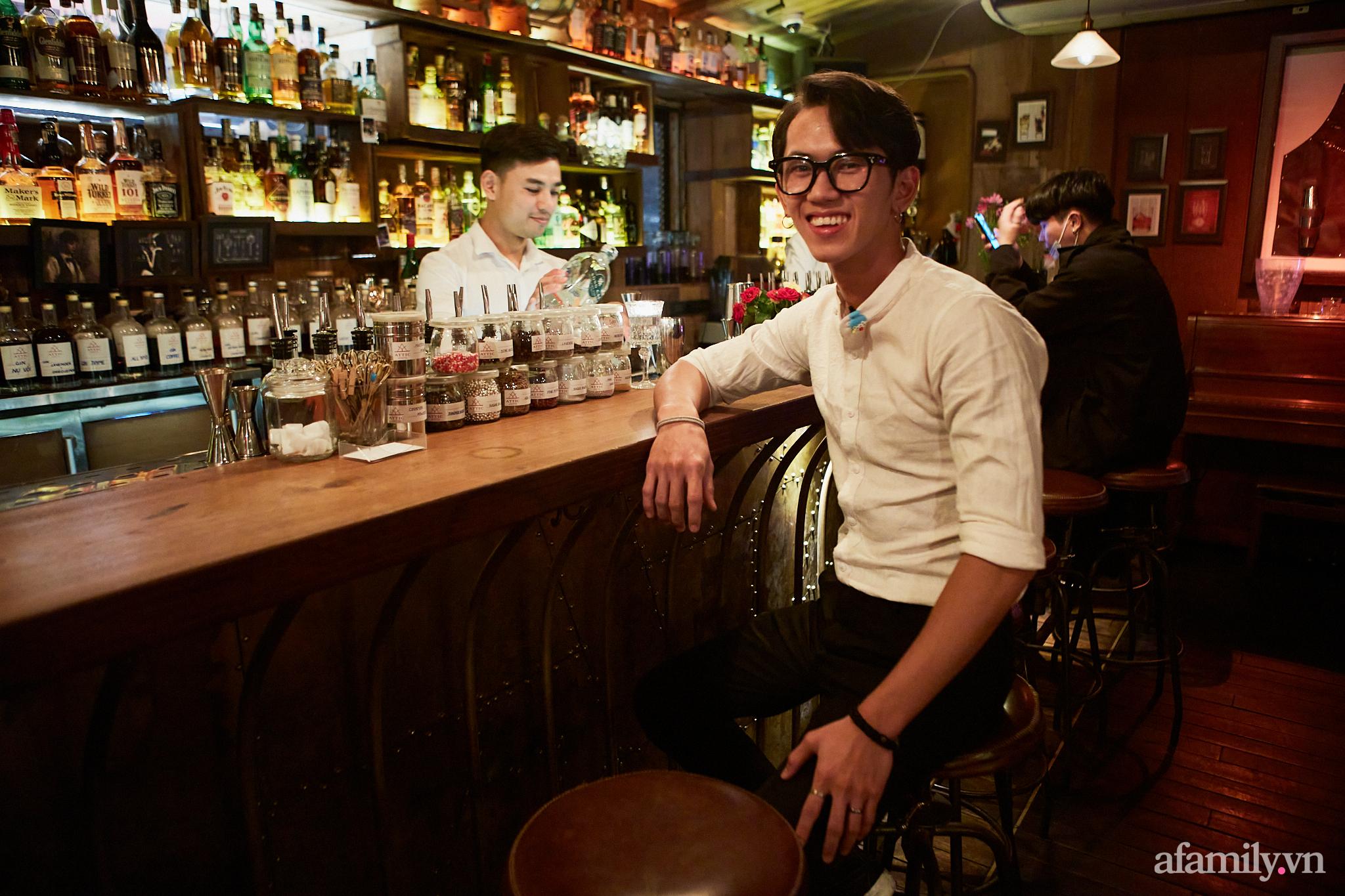 Người đàn ông đứng sau hàng loạt quán pub nổi tiếng ở Hà Nội chia sẻ về nghề dạy pha chế cocktail: Bài học đầu tiên tôi dạy học trò của mình là biết chiều khách đúng cách và cản khách đúng lúc! - Ảnh 9.