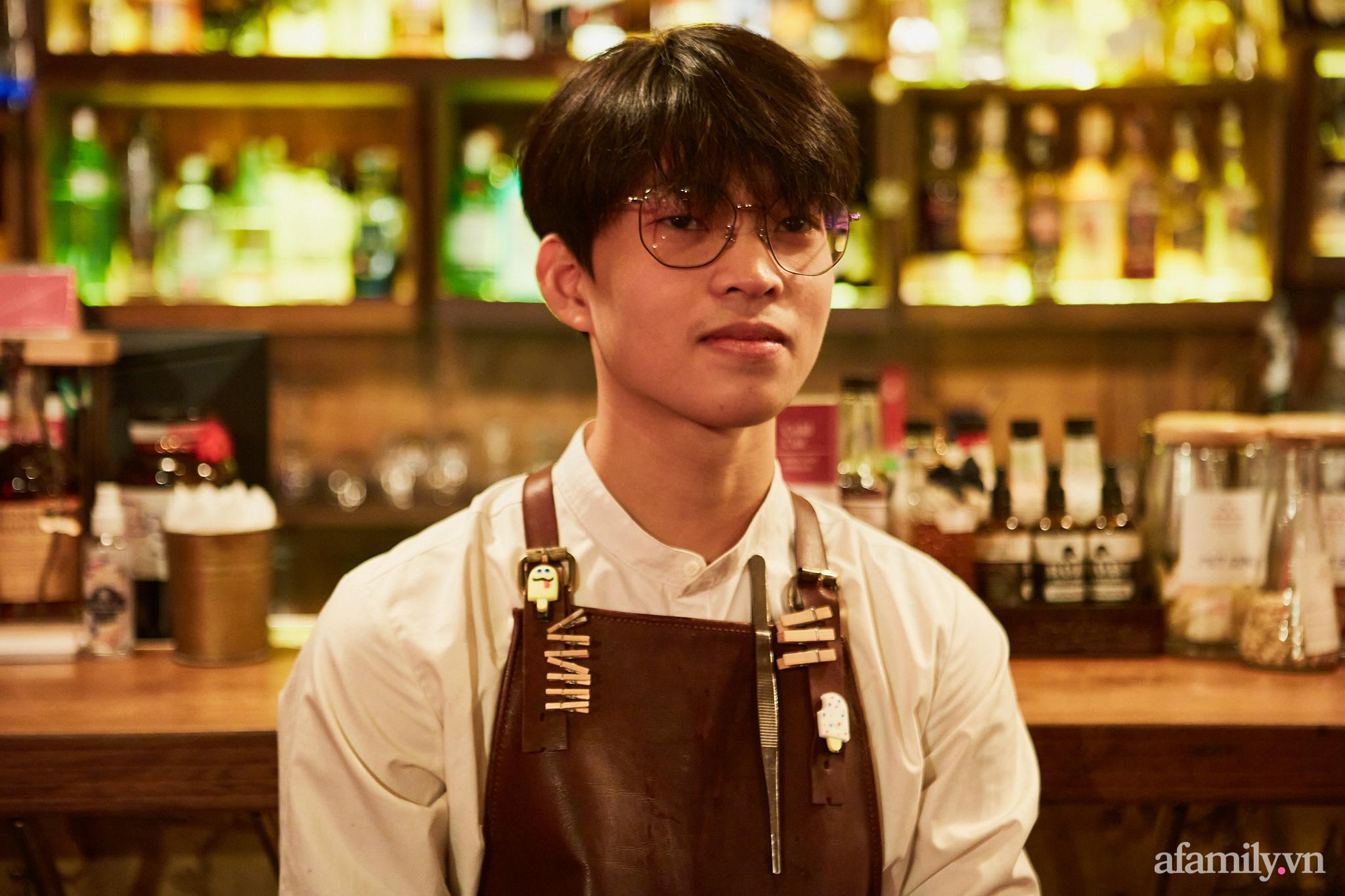 Người đàn ông đứng sau hàng loạt quán pub nổi tiếng ở Hà Nội chia sẻ về nghề dạy pha chế cocktail: Bài học đầu tiên tôi dạy học trò của mình là biết chiều khách đúng cách và cản khách đúng lúc! - Ảnh 8.