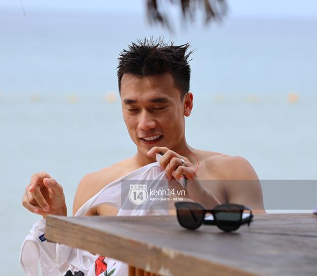 Soi vật bất ly thân của Dũng gôn trong chuyến Phú Quốc, bồ 2k thấy chắc mát lòng lắm đây - Ảnh 3.