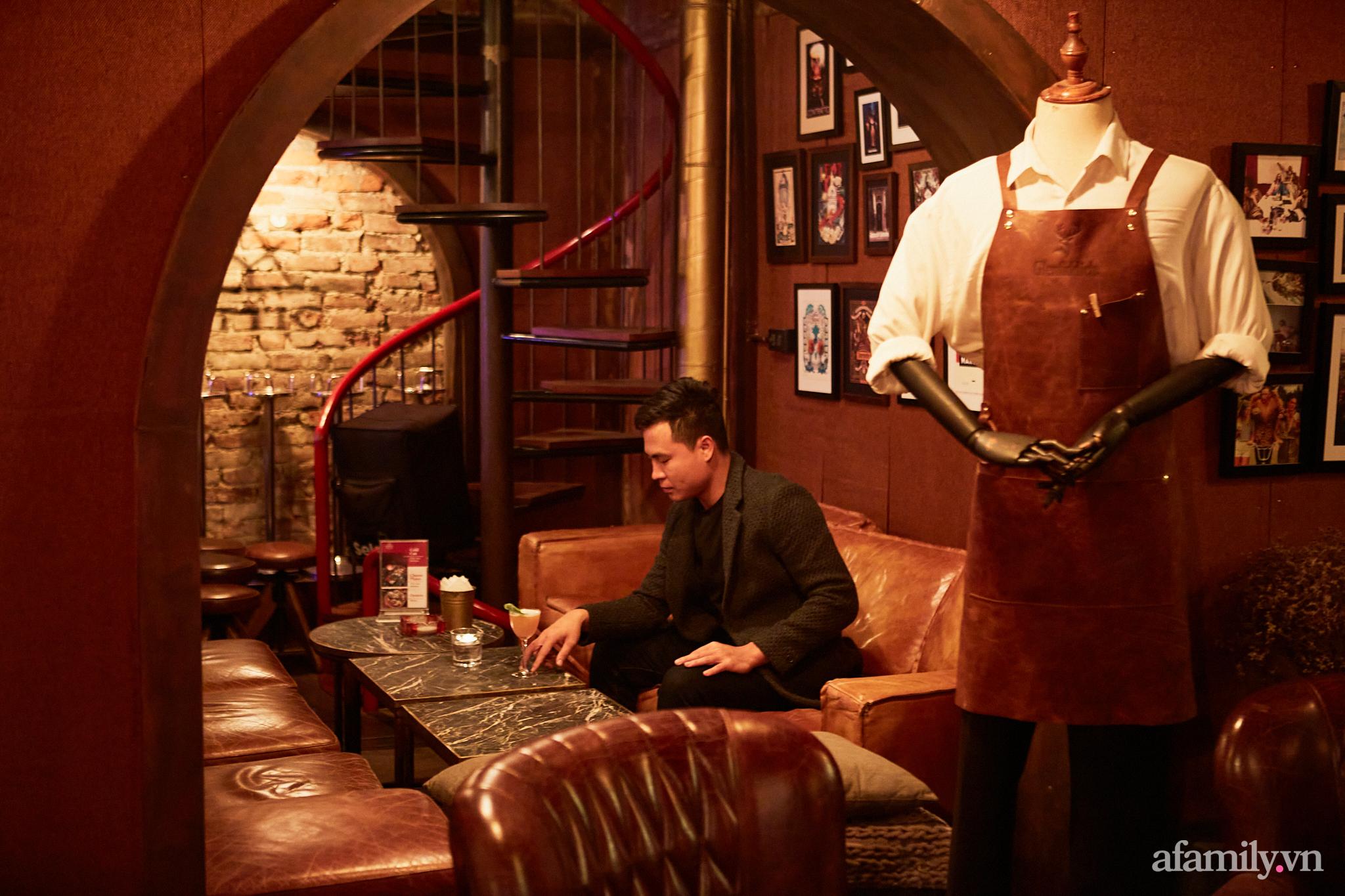 Người đàn ông đứng sau hàng loạt quán pub nổi tiếng ở Hà Nội chia sẻ về nghề dạy pha chế cocktail: Bài học đầu tiên tôi dạy học trò của mình là biết chiều khách đúng cách và cản khách đúng lúc! - Ảnh 5.