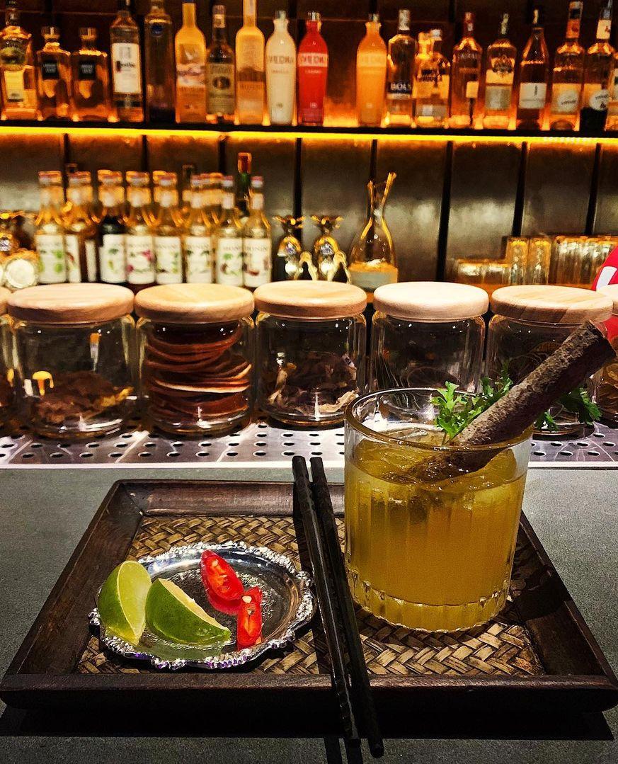 Người đàn ông đứng sau hàng loạt quán pub nổi tiếng ở Hà Nội chia sẻ về nghề dạy pha chế cocktail: Bài học đầu tiên tôi dạy học trò của mình là biết chiều khách đúng cách và cản khách đúng lúc! - Ảnh 1.