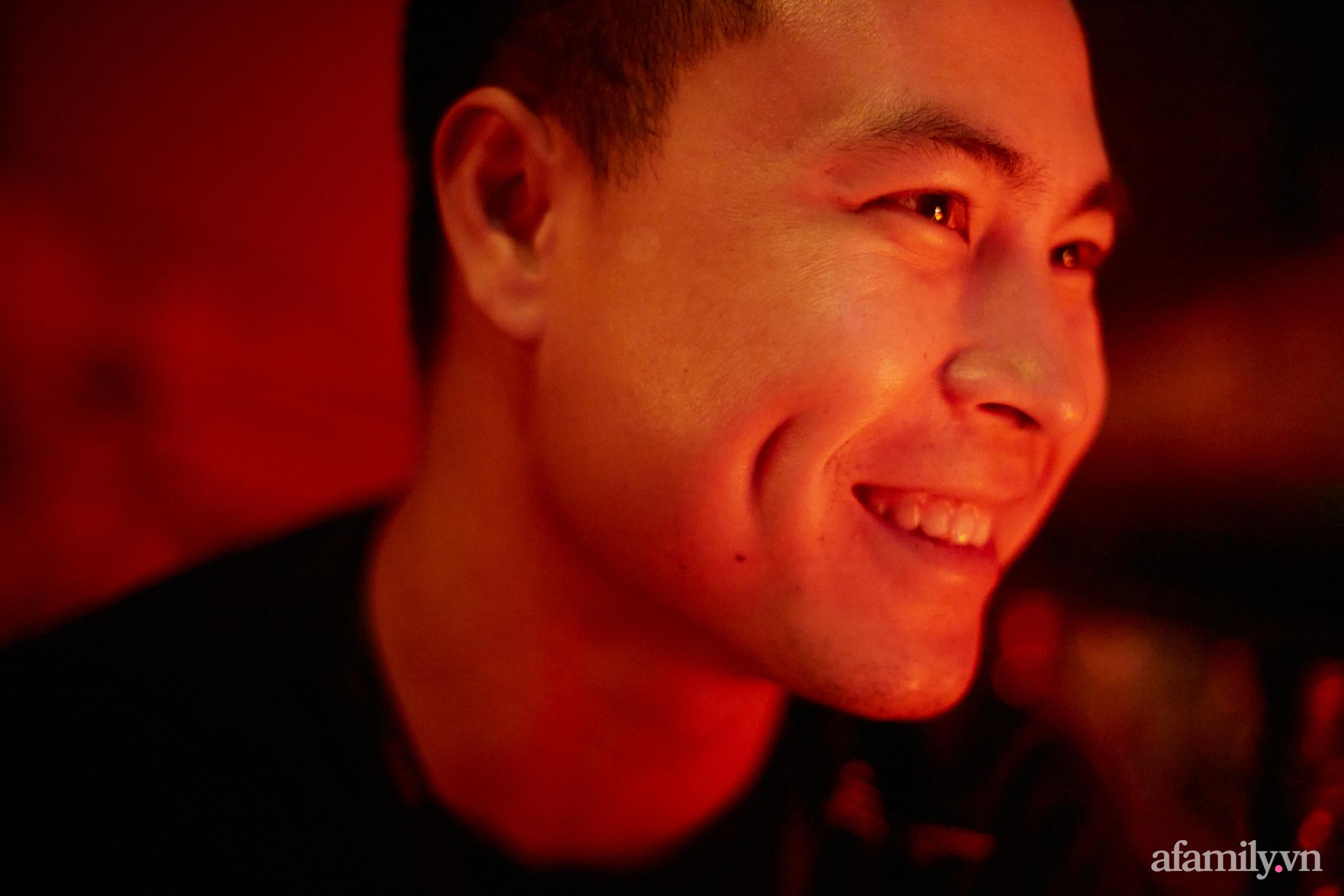 Người đàn ông đứng sau hàng loạt quán pub nổi tiếng ở Hà Nội chia sẻ về nghề dạy pha chế cocktail: Bài học đầu tiên tôi dạy học trò của mình là biết chiều khách đúng cách và cản khách đúng lúc! - Ảnh 6.