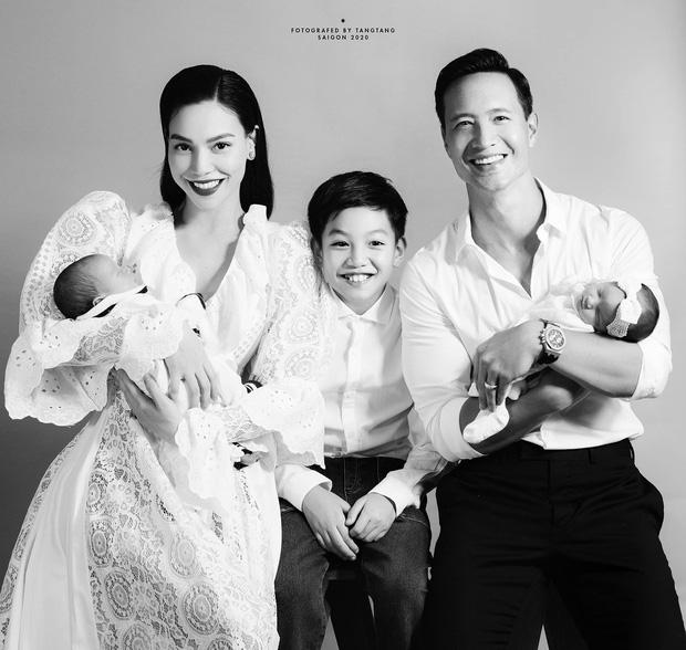 Đúng sinh nhật, lần đầu tiên Hà Hồ - Kim Lý công khai ảnh gia đình 5 người, chỉ nhìn thôi cũng hạnh phúc lây - Ảnh 2.