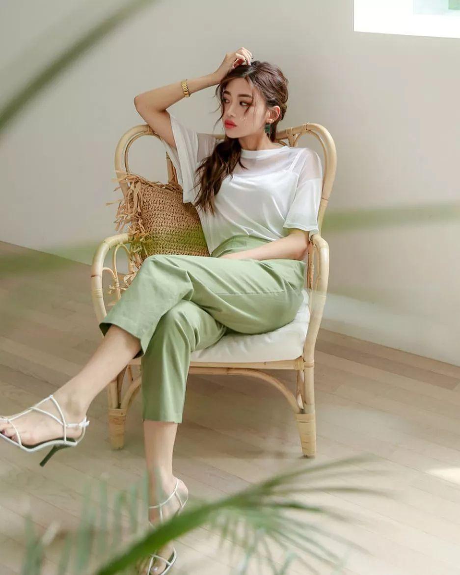 Hội con gái Hàn hay mix quần ống suông với 3 kiểu áo này để ghi điểm sành điệu và sang xịn nhất - Ảnh 4.