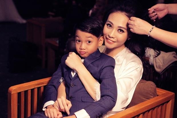 Cường Đô La đăng ảnh cả gia đình mừng sinh nhật Đàm Thu Trang, hành động của Subeo với mẹ kế chiếm spotlight - Ảnh 4.