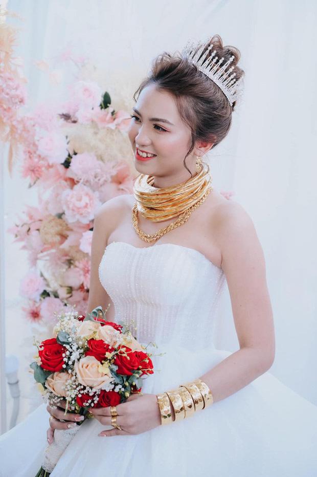 Lên rẫy phụ ba thu hoạch gặp ông chủ vựa nông sản hốt luôn, đến ngày cưới cô dâu sinh năm 99 nhận được sương sương 14 cây vàng, 2 sổ đỏ cùng 1 xe ô tô 1,3 tỷ - Ảnh 6.