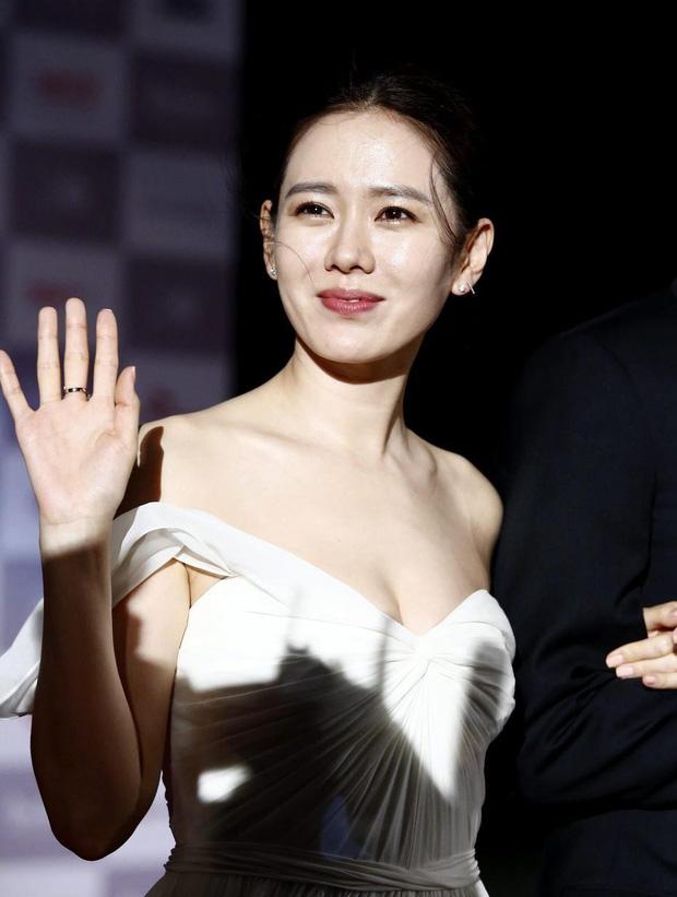 Body của Son Ye Jin đỉnh tới nhường nào? Vòng 1 căng đầy cực gợi cảm, bảo sao Hyun Bin đắm đuối tới đờ đẫn - Ảnh 4.