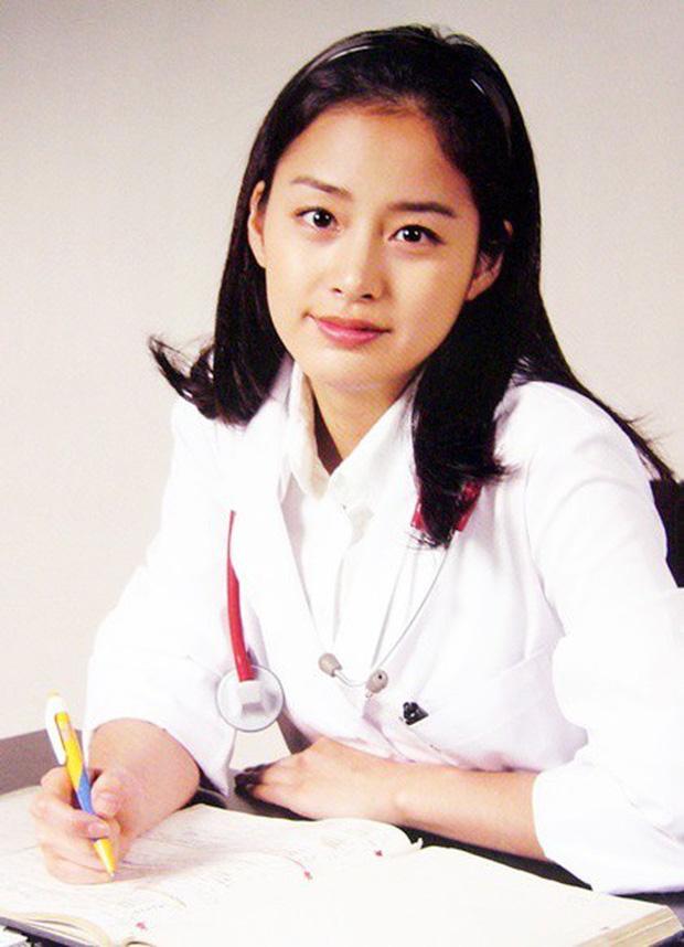 Hot lại bộ ảnh Kim Tae Hee thời sinh viên: Nhan sắc chấp camera mờ nhòe, bảo sao thành nữ thần Đại học Quốc gia Seoul - Ảnh 3.