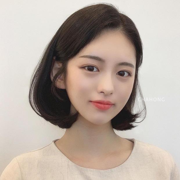 6 kiểu tóc ngắn giúp gương mặt nhỏ gọn thanh thoát, lại ăn gian tuổi cực siêu khiến bao nàng muốn thử - Ảnh 1.
