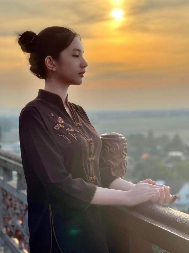 Tình tin đồn 2k2 của chồng cũ Lệ Quyên lên chùa cầu bình an sau loạt sóng gió trên MXH, ăn mặc giản dị mà cũng đẹp nức nở - Ảnh 3.