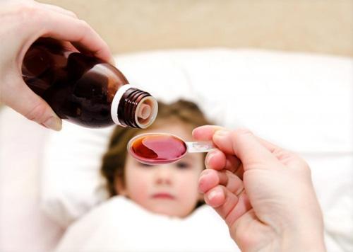 Mẹo nhỏ có võ khi bé nằng nặc không chịu uống thuốc
