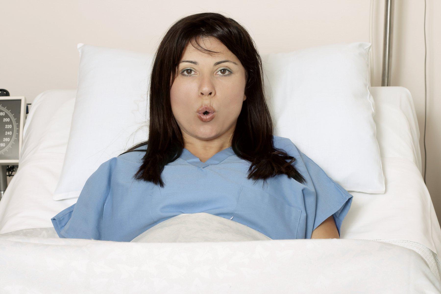 Mẹ bầu nên sinh mổ hay sinh thường?