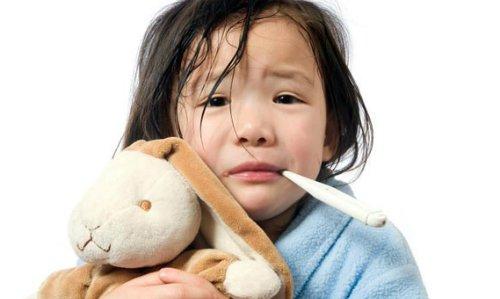 Trẻ 9 tuổi đã bị ung thư buồng trứng: Chuyên gia cảnh báo những dấu hiệu cha mẹ cần biết