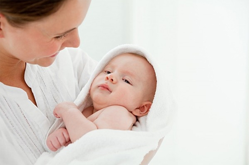 Mách mẹ một vài chiêu giúp trẻ bớt quấy khóc
