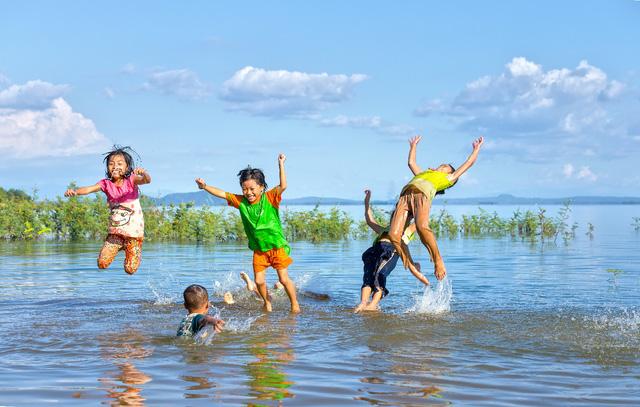 Hãy để con tận hưởng trọn vẹn kỳ nghỉ hè mà không lo tai nạn đuối nước