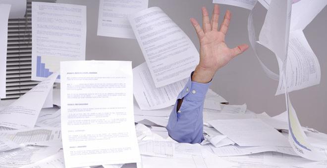 Mỗi ngày 1 mẹo vặt nơi công sở: Đứt tay do giấy cứa, chỉ cần son dưỡng môi