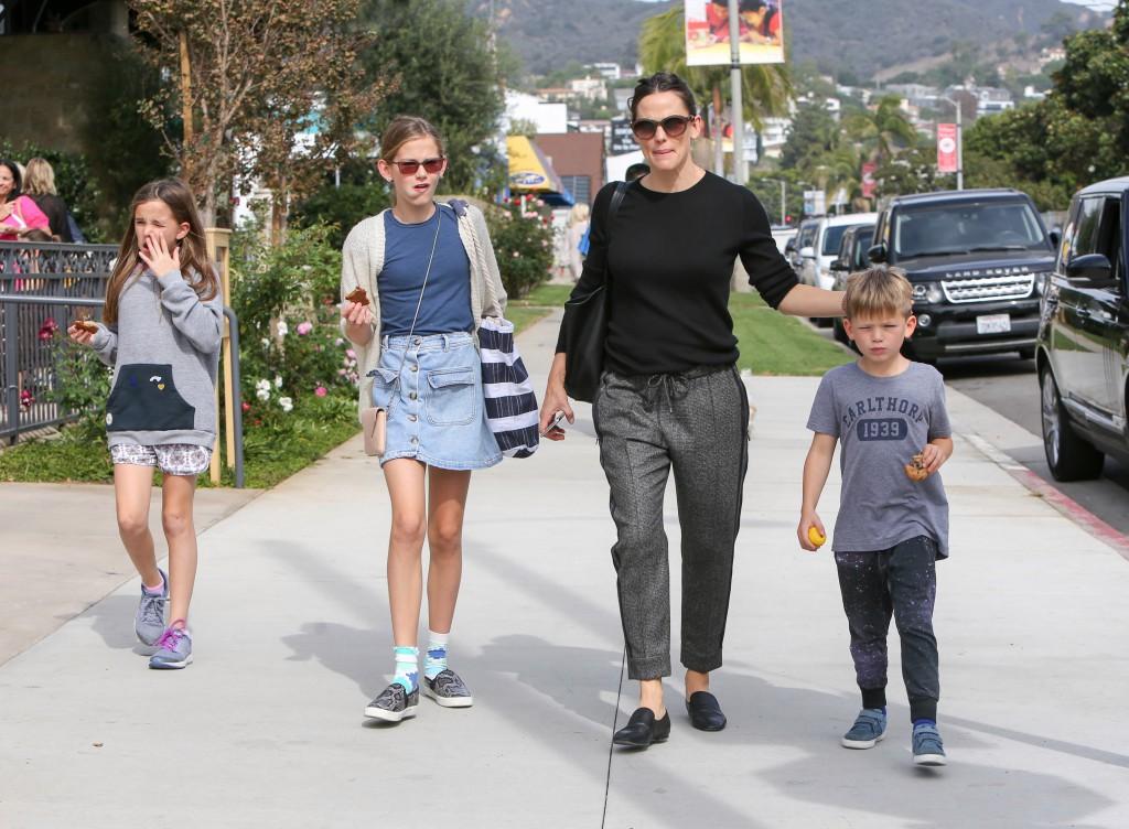 Giàu có, nổi tiếng nhưng các sao Hollywood không hề nuông chiều mà nuôi dạy con nghiêm khắc đến khó tin