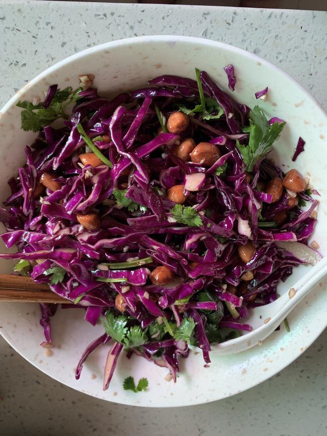 Có món salad 'thần thánh' vừa giúp trẻ hóa cơ thể lại phòng chống ung thư, cách ngày nhà tôi lại ăn một lần!