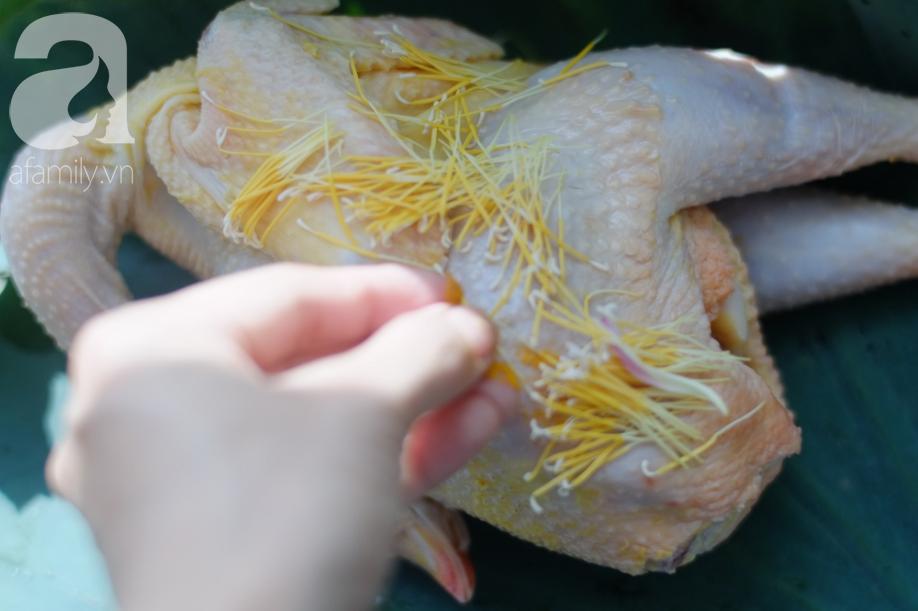 Năm nào cũng vậy hễ đến mùa hè là mẹ tôi làm món gà hấp này, ăn gà khắp nơi không đâu ngon bằng!