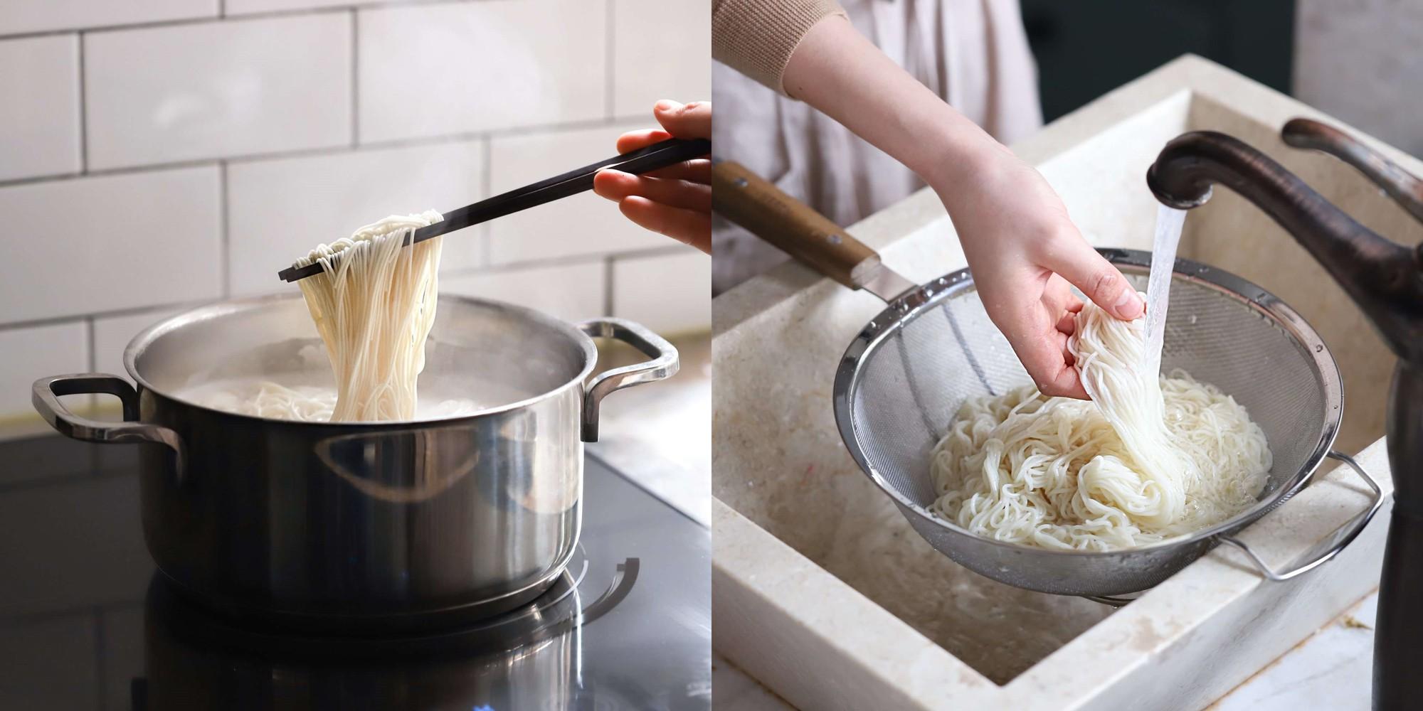 Những ngày nắng mệt mỏi, tôi làm món mì trộn siêu tốc thì cả nhà ăn ngon lành ai cũng khen!
