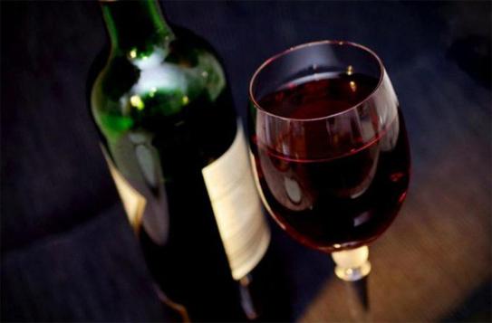 Nghiên cứu mới: Uống rượu vang đỏ giúp giảm stress và trầm cảm nhờ vào một hợp chất đặc biệt