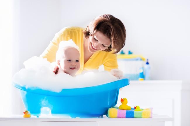 Bỏ con trai 9 tháng tuổi trong bồn tắm chưa xả nước, 2 phút sau mẹ nghe tiếng khóc thất thanh, trở lại thì thấy cảnh tượng kinh hoàng