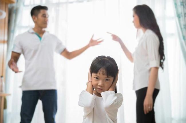 8 vấn đề sẽ xảy ra khi cha mẹ quyết định ở bên nhau 'vì con cái' dù không còn hạnh phúc