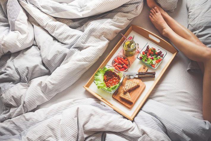Suốt ngày than béo bụng mà không biết rằng chính kiểu ăn uống này hàng ngày khiến tích mỡ vòng 2
