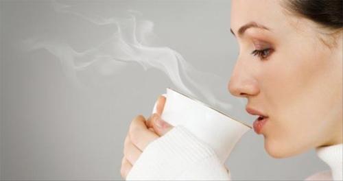 Mùa thu đông uống nước nóng - lợi ích lớn