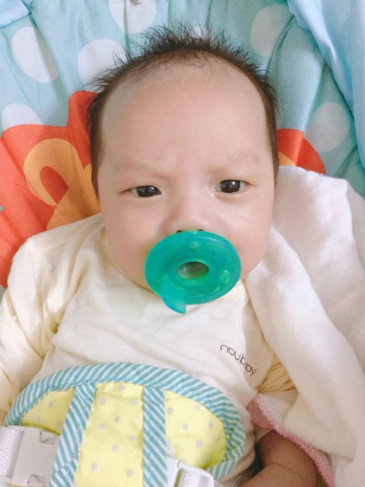 Những em bé vừa chào đời đã có 'thái độ' chẳng giống ai khiến các mẹ bỉm sữa chỉ biết ôm đầu than trời