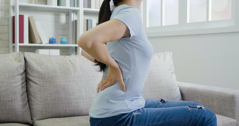 Đau lưng sau sinh mổ: Thủ phạm gây ra và cách giảm nhẹ sự khó chịu
