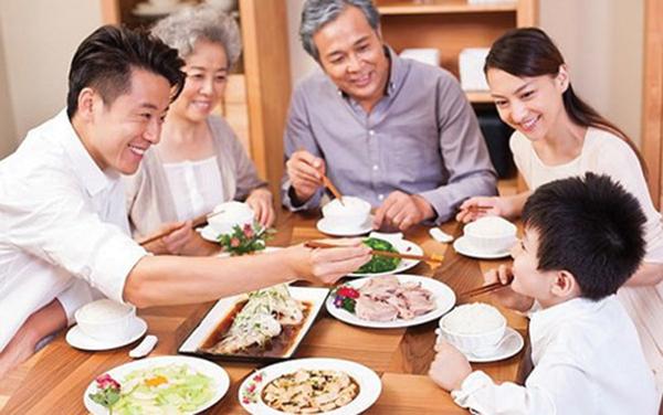 Làm sao để trẻ ăn theo ý muốn?