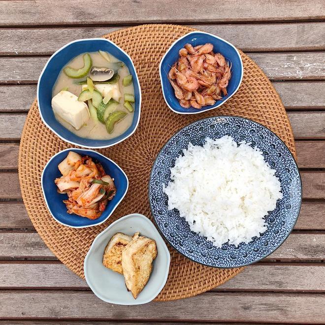 Để ý mới thấy những món 'made by Tăng Thanh Hà' đều có sự xuất hiện của loại rau chứa đầy công dụng bổ ích