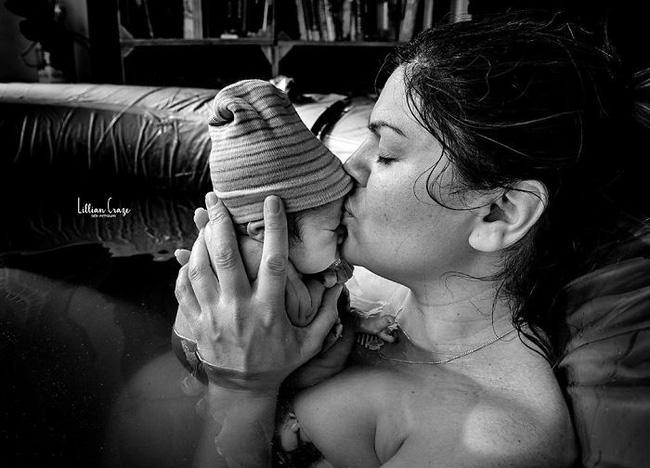Cùng ngắm bộ ảnh tuyệt vời lột tả chính xác những điều chẳng ai kể khi mẹ sinh con