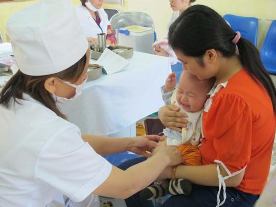 6 mũi vắc-xin cực kì quan trọng cha mẹ không thể bỏ qua khi cho con đi tiêm phòng