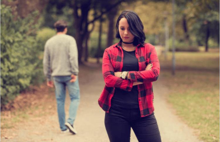 5 lý do tại sao bạn không nên theo dõi người yêu cũ trên Facebook