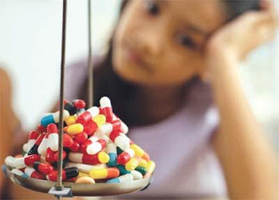 Sai lầm khi bố mẹ cho con dùng thuốc