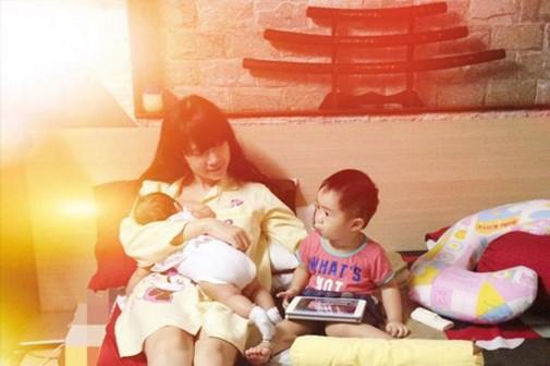 Lan Phương gây mê mẩn khi lộ ngực cho con bú nhưng bà mẹ sao Việt này mới xứng danh 'lầy lội'