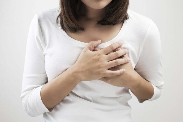 Không cho con bú nhưng lại mắc bệnh viêm vú, người phụ nữ bất ngờ vì nguyên nhân là do khói thuốc lá của chồng