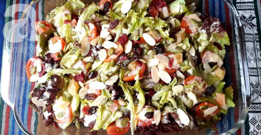 Có công thức xốt trộn salad đa năng này, bạn ăn món salad nào cũng ngon miễn bàn!
