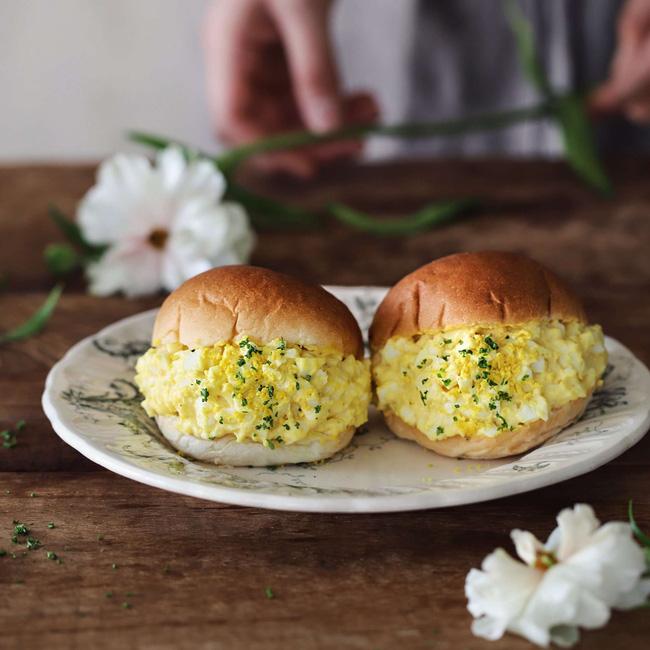 Bánh mì kẹp trứng thì quen lắm rồi nhưng làm thế này thì ngon hơn hẳn