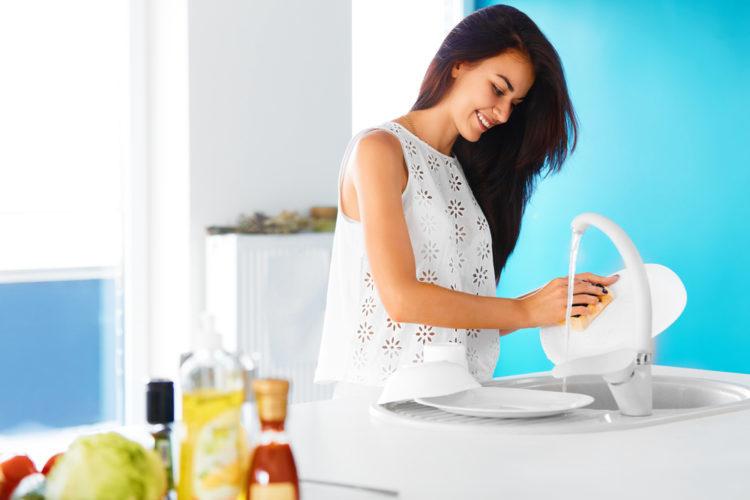 3 cách làm nước rửa chén tự nhiên bảo vệ đôi tay bạn