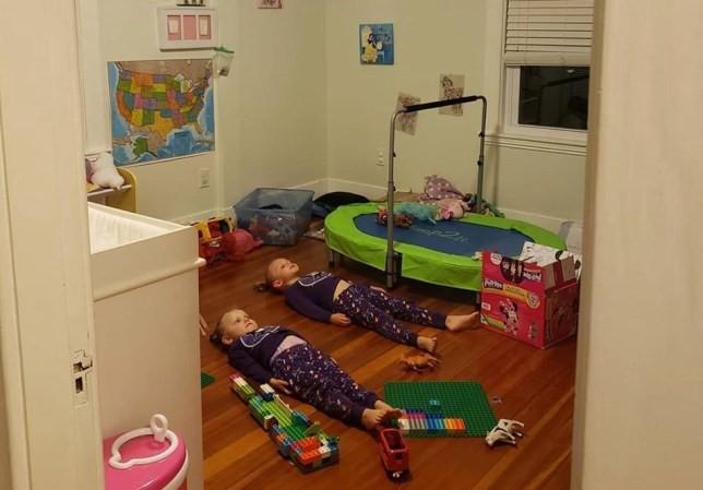 Khi bạn đã mệt rũ mà lũ trẻ vẫn chạy chơi phần phật, hãy thử ý tưởng thông minh này để được nghỉ ngơi chốc lát