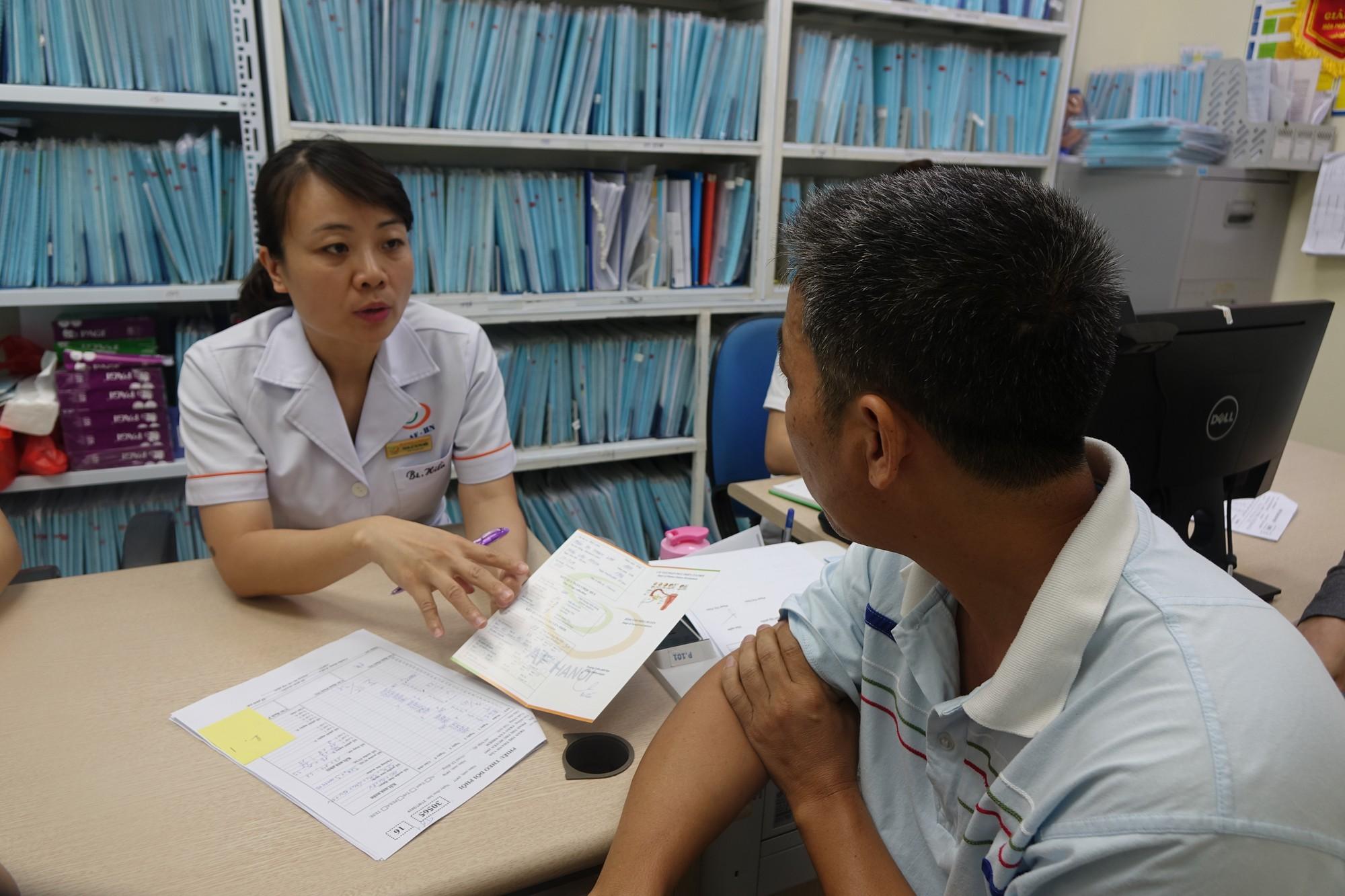 Bác sĩ vạch mặt những thói quen hàng ngày gây vô sinh ở người trẻ Việt, nhiều người biết nhưng chủ quan