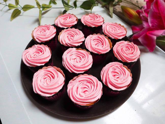 Nghỉ lễ trổ tài làm bánh cupcake đẹp lộng lẫy mà không khó chút nào!